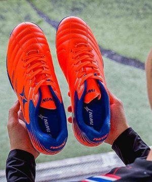 Giày đá banh Đế đinh TF IWIN STAX 204 Sân cỏ nhân tạo màu Đen mới