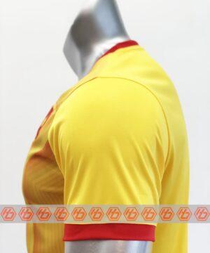 Áo thủ môn đội tuyển Việt Nam màu Vàng mùa giải 21-22 mặt vai