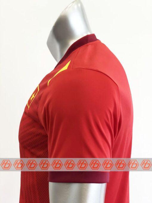 Áo đấu Việt Nam màu đỏ cổ tròn sân nhà 21-22 mặt vai