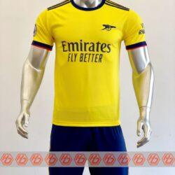 Áo Arsenal sân khách màu vàng 2021-2022