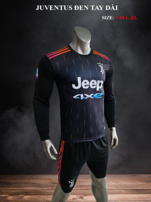 Quần áo bóng đá tay dài CLB Juventus màu Đen mùa giải 21-22 nghiêng mặt nghiêng