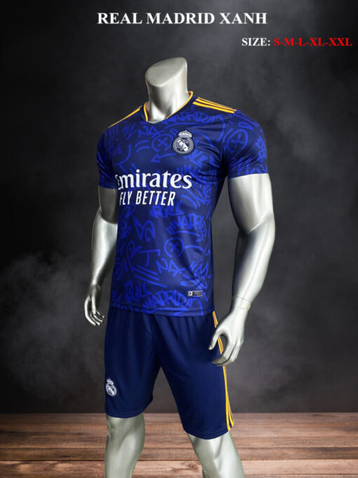 Quần áo bóng đá Real Madrid màu Xanh 21-22 nghiêng